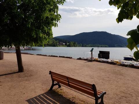 A 2 pas du lac