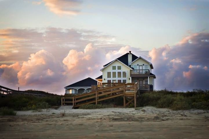 Beachfront home w/private walkway and gazebo - Surfside Beach - Casa