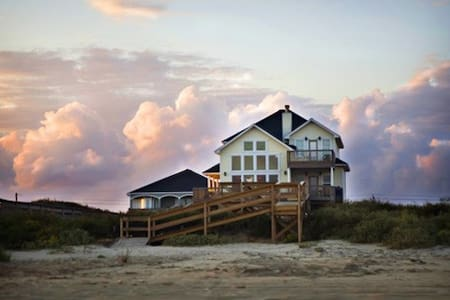 Beachfront home w/private walkway and gazebo - Surfside Beach - Ház