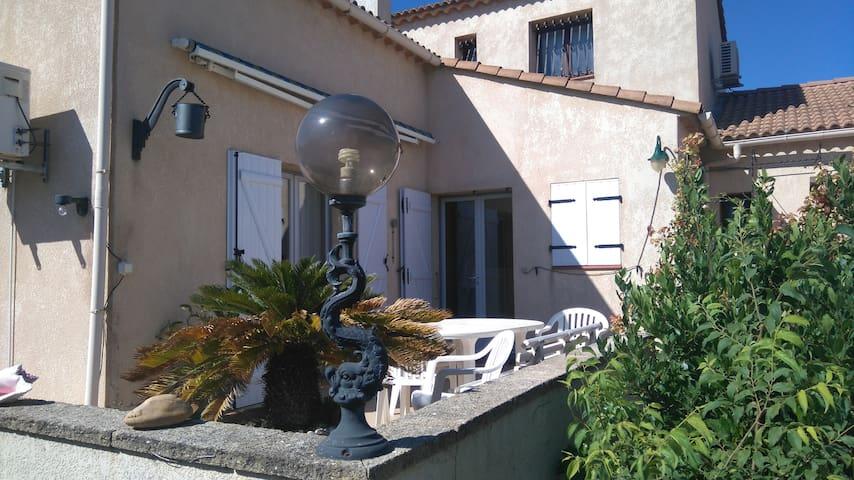 Villa dans lotissement trés calme - Montblanc - Villa