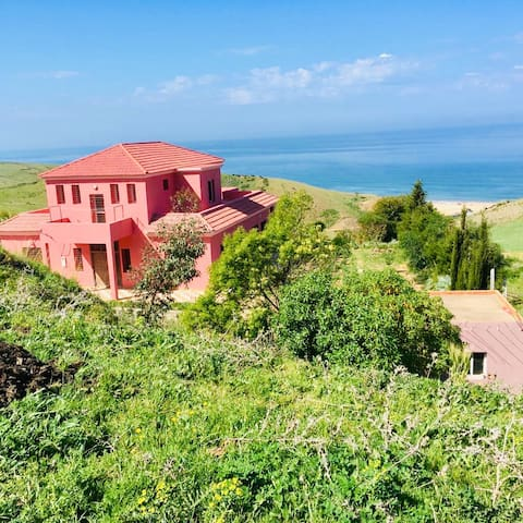Grande villa isolée avec vue imprenable sur océan