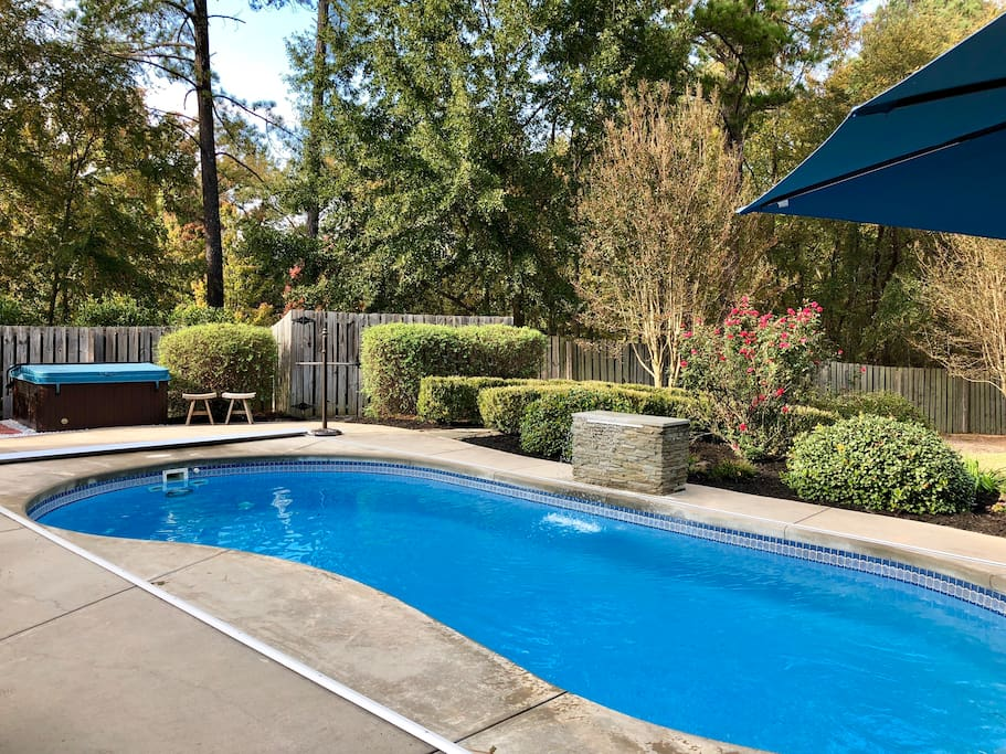 Hot tub and water fall in pool (electric vinyl pool cover open)