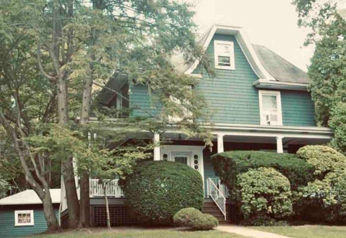 Spacious/ brite, Charming,Central,  .2 Fam house .