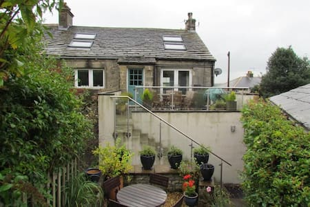 Superb character- home in charming Dales village. - Austwick - Casa
