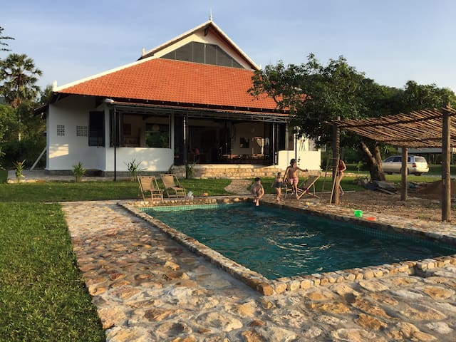 Villa Arlou. Eco house with a pool. - ដំណាក់ចង្អើរ - Hus