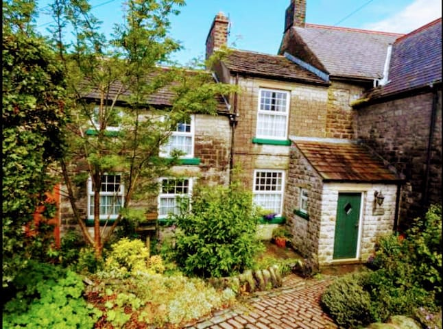 Smithy Cottage; cosy & comfortable 18th C cottage