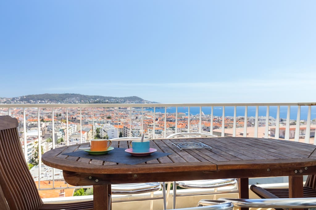 Have your breakfast with this stunning view of the Côte d'Azur