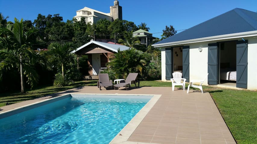 Sweet bungalow with swimming pool - morne à l'eau - Cabane