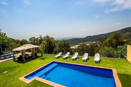 Villa Sole Sant Feliu for 8 guests, just a short drive to Barcelona! - Barcelona Region - Villa