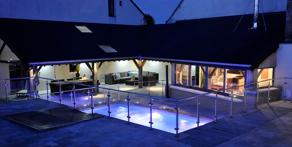 ENTIRE HOLIDAY HOME with swimming pool