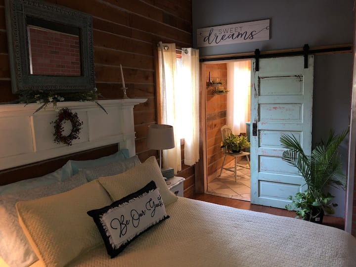 Cottage in the Woods - B&B Suite #3