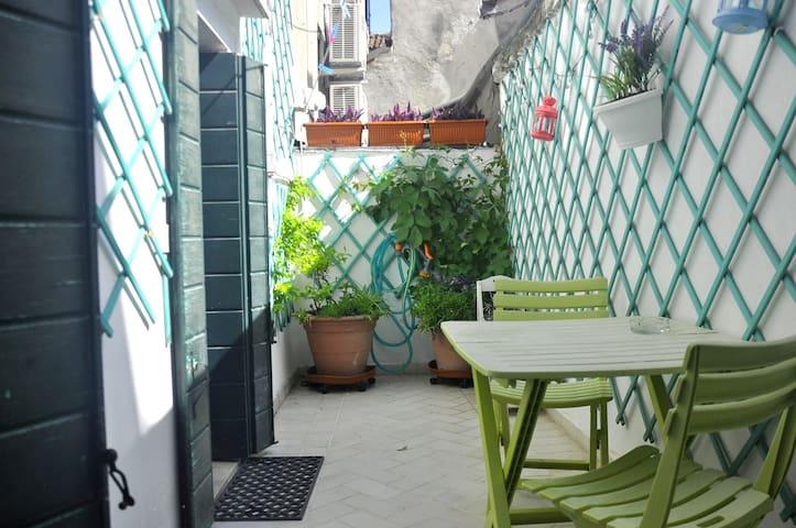 Cozy studio with terrace - Guglie