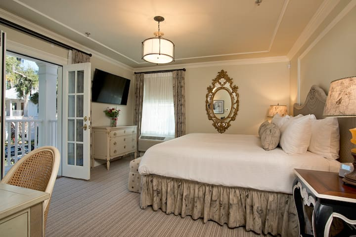 Room 206 - Old Town Bluffton Inn