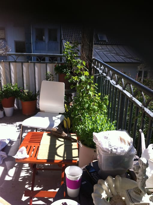 Balcony with sun until 10 pm.