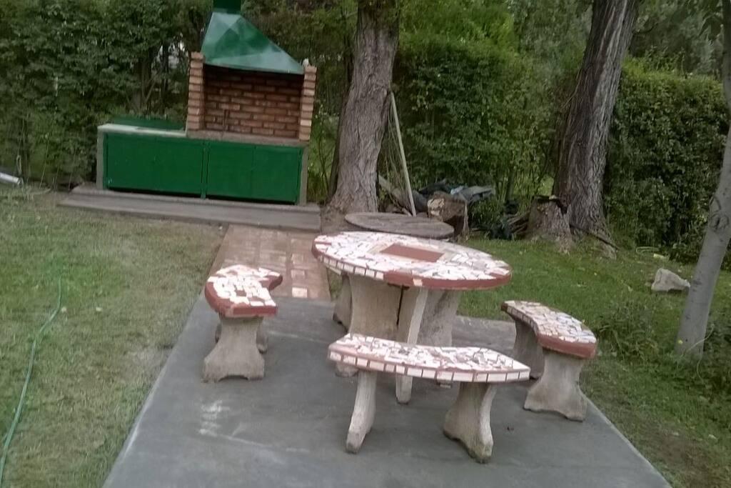 Mesa de jardín  a la entrada