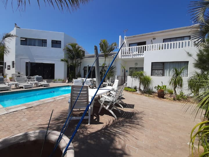 AU PLAIS De Langebaan  Bed and Breakfast