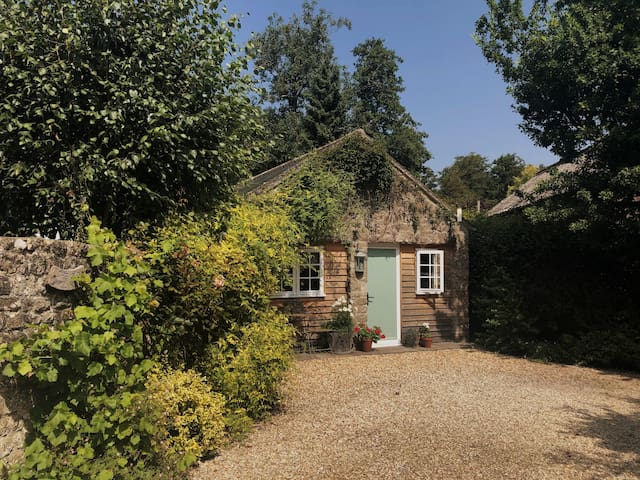 The Little Mill - 5 mins from beautiful Stourhead