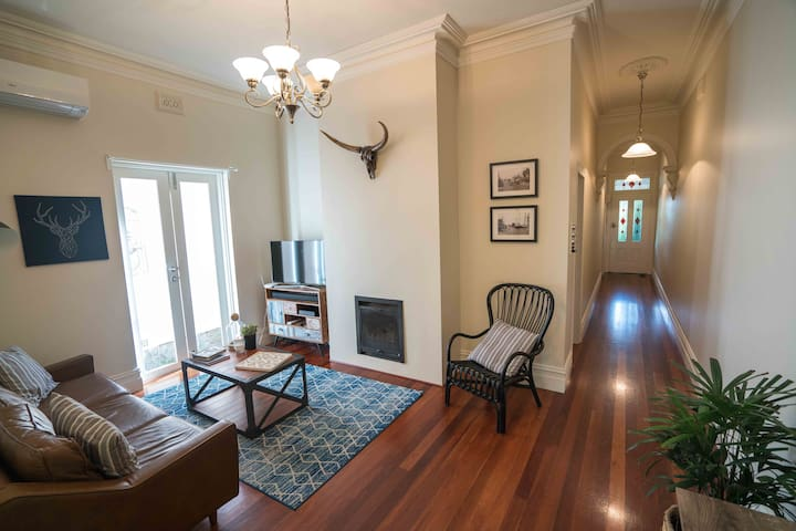 Easy Melbourne Holiday at the Camberwell Cottage