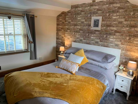 18th Century Mill Cottage   **Newly Renovated**