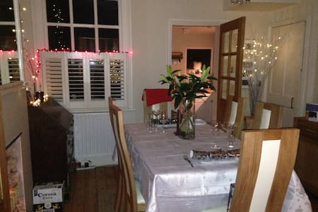 lovely cottage near river and park - Hampton - Huis