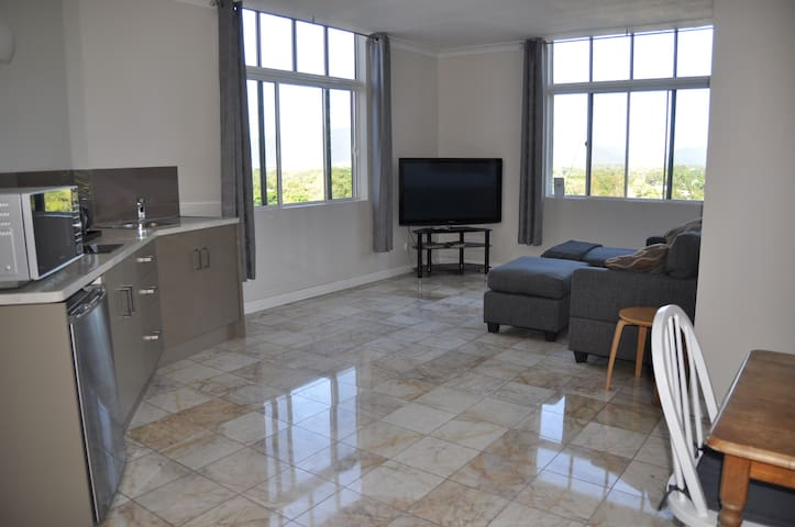 Spacious 2 Bedroom Apartment with Gorgeous Views