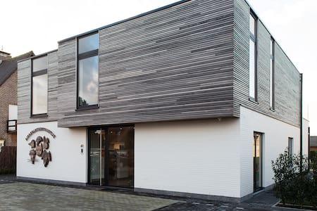 Nieuw app, ruim en zonnig, met groot terras - Gistel - Apartamento