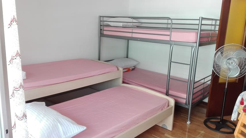 € 10 a person place to sleep 02 - Madrid - Condominio
