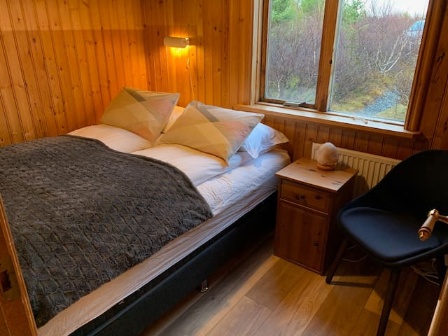 Guest house. Bedroom 4 with high quality queen size bed.