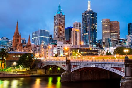 Spacious queen room in the heart of Melbourne - Southbank