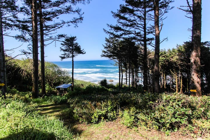 Modern oceanfront cottage south of Yachats - views, deck, & firepit
