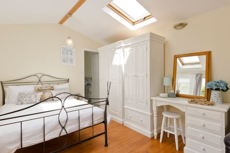 Spacious room,ensuite and pool***** - Winkfield Row - Bed & Breakfast