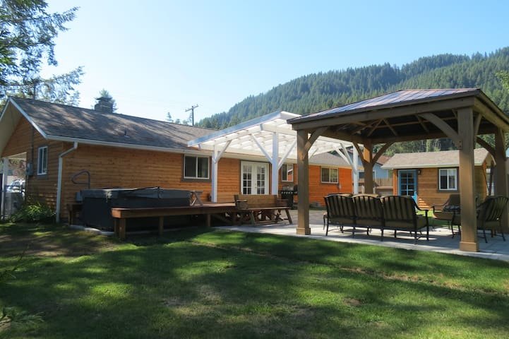 Mountain Haven w-Private Sauna, AC, Hot Tub - Randle