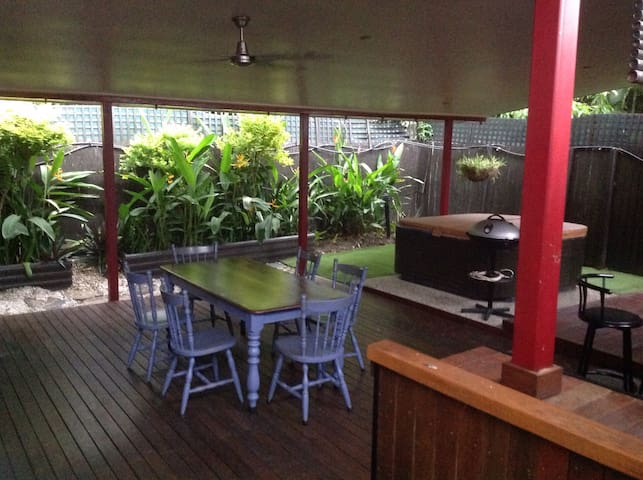 Private Retreat In The Tropics - Whitfield - Guesthouse