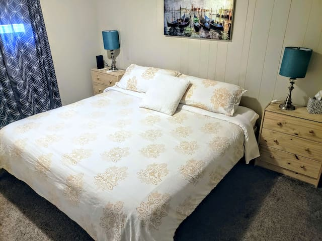 Room *B* Private Room with King Bed, Pet Friendly