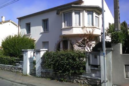 Castelnaudary: maison  face au Canal