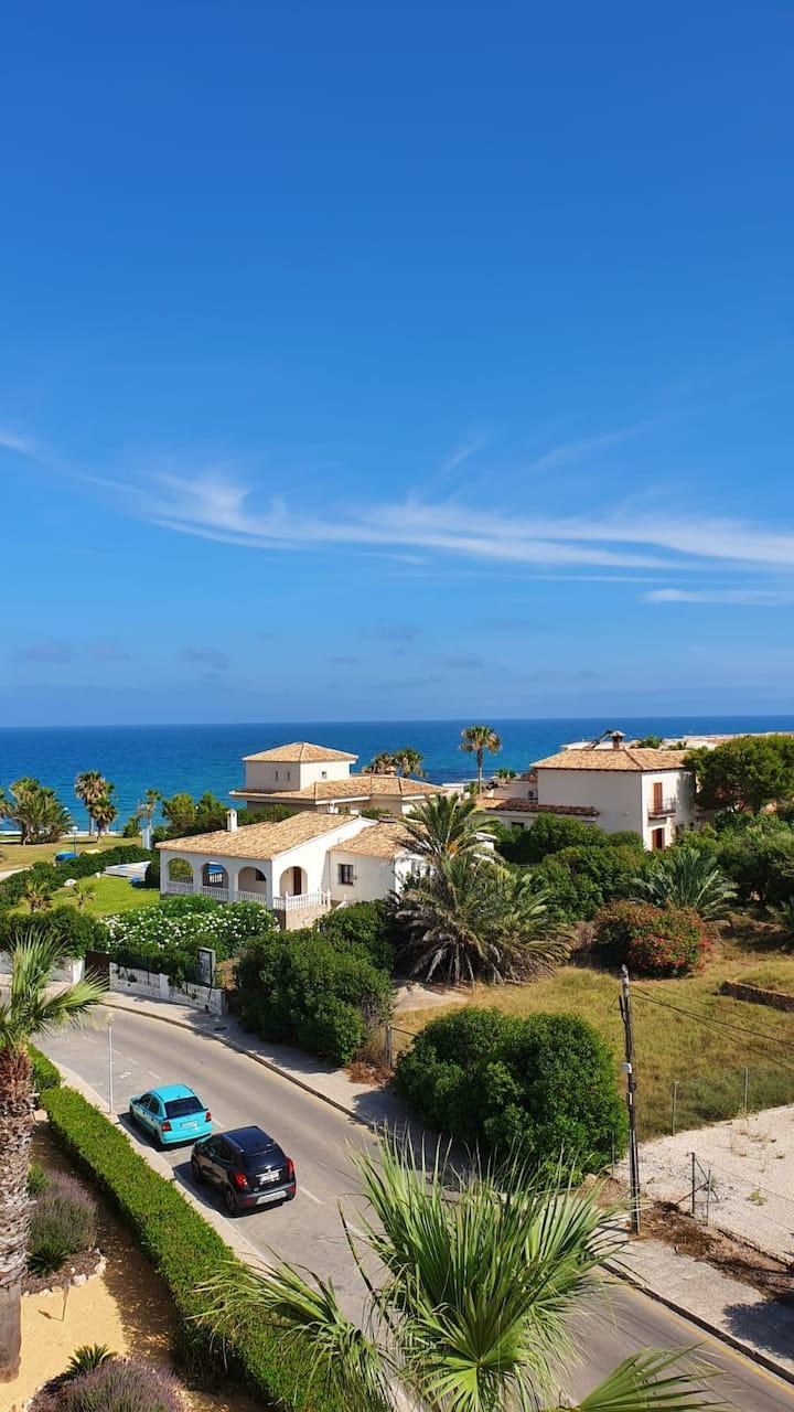 Apartamento nuevo con vistas al mar
