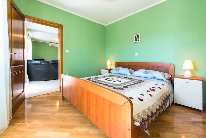 2nd floor apartment - double bedroom