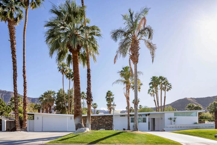 Mid-Century Butterfly on 1/2 acre large pool & spa