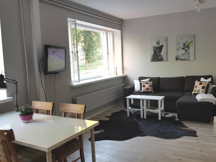 Queen, Loviisa city apartment