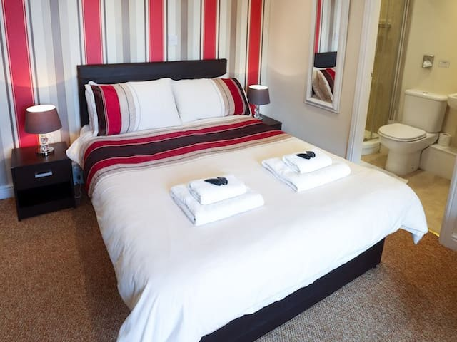 Family En-Suite (Double & Single Bed) - Room 12