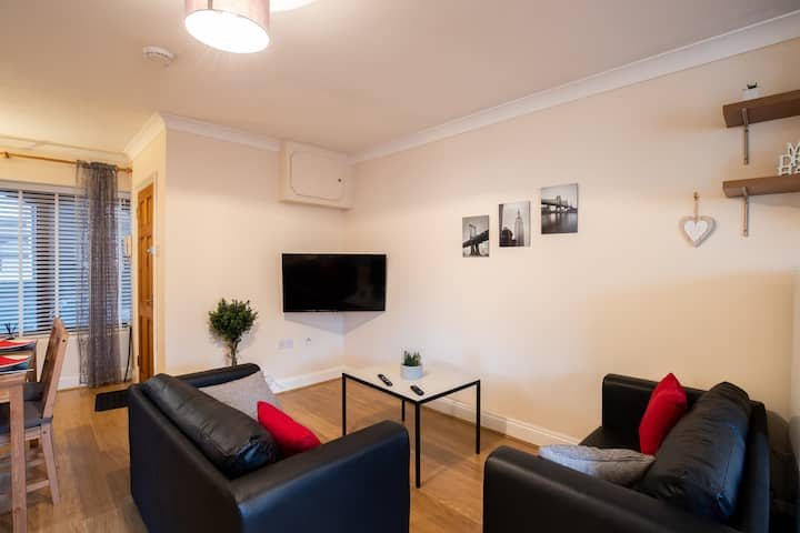 BookedUK: Large 2 bedroom apartment in Stansted