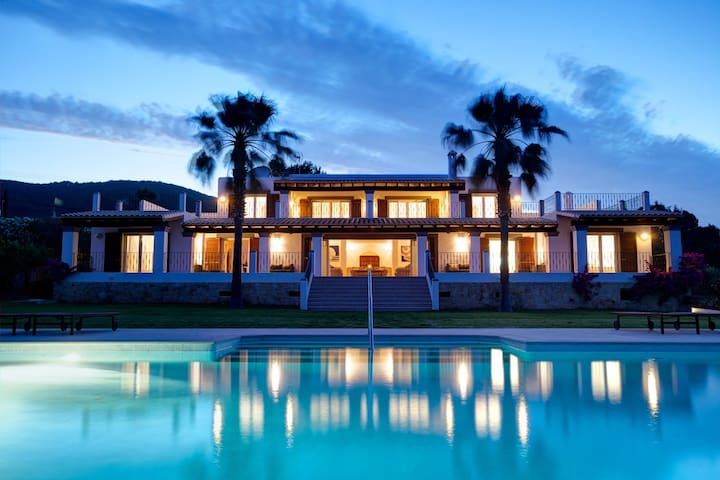 Exclusive Large Modern Villa