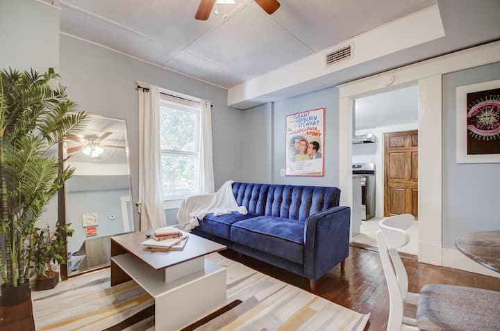 Hip 2BR steps to downtown and close to the beach