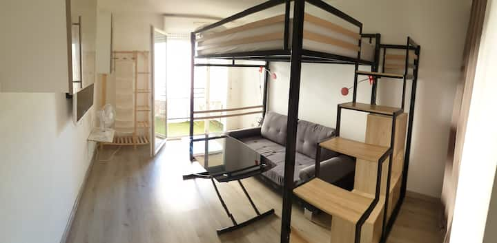 Le pontet : Studio 20m², balcon 3m², parking privé