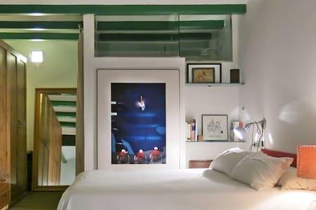 SPECIAL LOFT.  Room+bathr with separate entrance - Barcelona