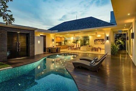 Luxury deluxe  private villas - umalas