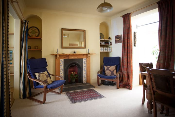 Cosy flat, close to Cardigan