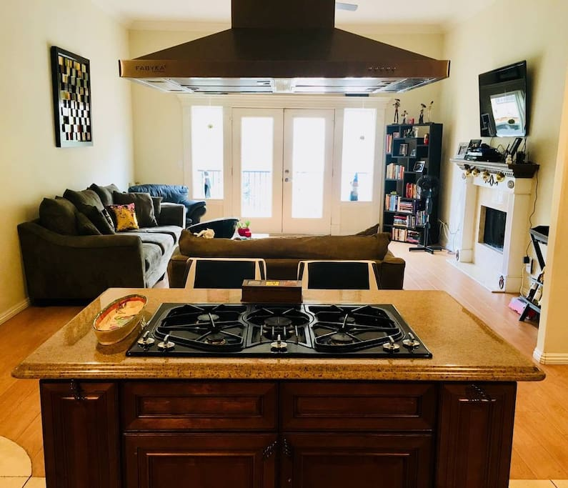 Kitchen island to open to family room