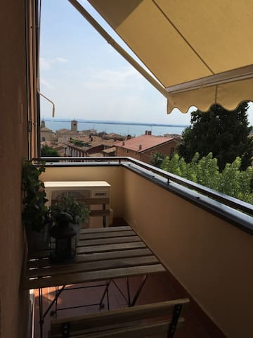 """SMILE "" APARTMENT LAKE VIEW DESENZANO - Desenzano del Garda - Apartment"
