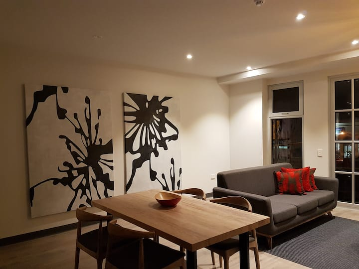 Semaphore Road Boutique 2-Bedroom Apartment